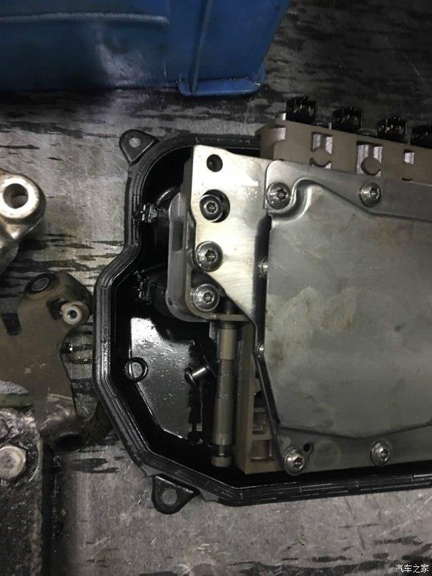 泡水汽车自动变速箱拆解过程高清图片